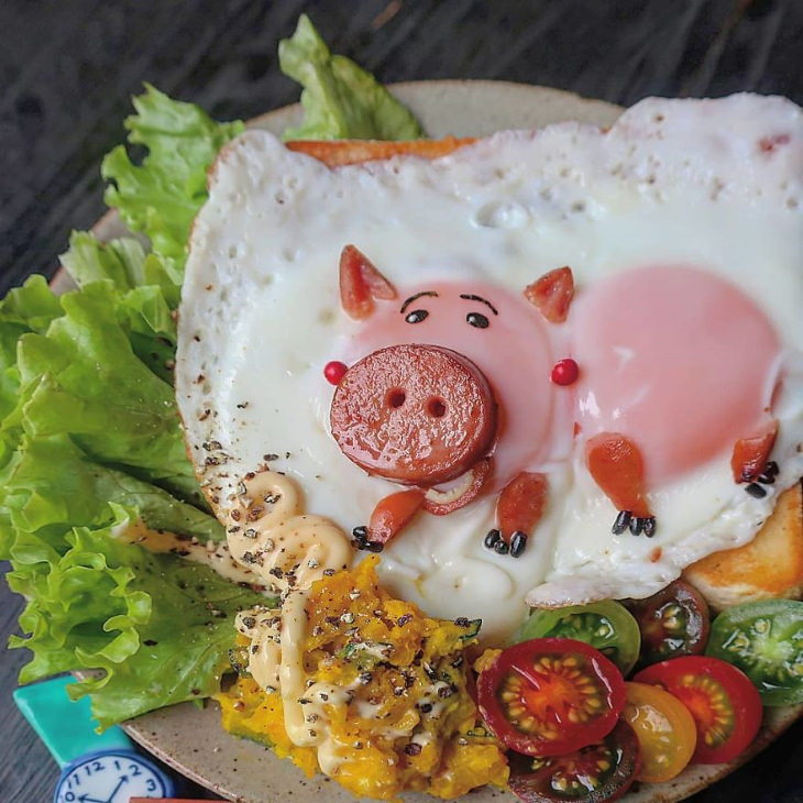 Egg Art Etoni Mama pig