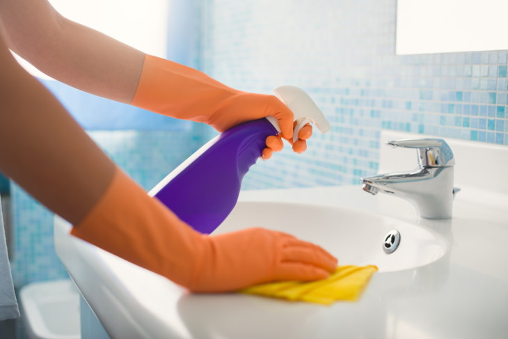 bathroom cleaning mistakes cleaning bathroom sink