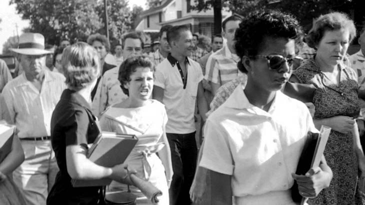Know The Stories Behind 6 Famous Photographs elizabeth eckford and hazel bryan