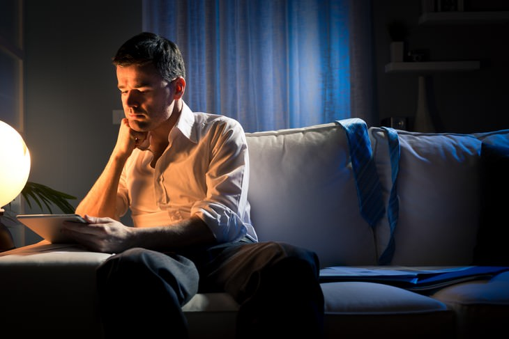 What is Blue Light and How Does it Affect Us? man staring at screen in the dark