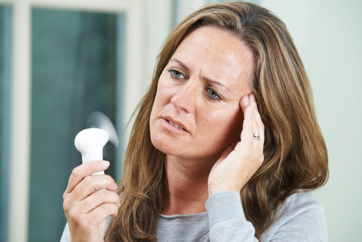 7 Causes of Night Sweat and When to be Concerned woman having hot flashes