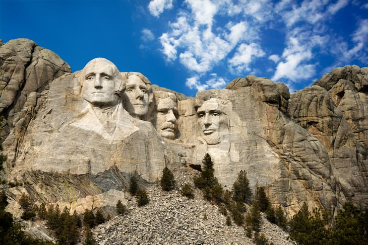 8 Secret Rooms in the World's Most Famous Landmark mount rushmore