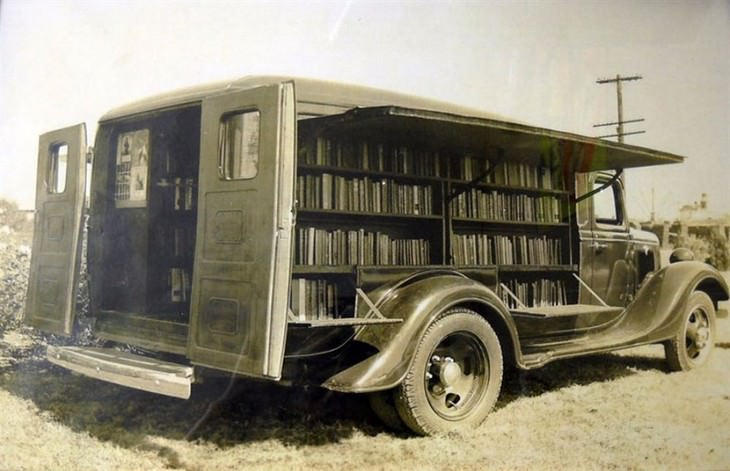 20 Historical Images of Bookmobiles