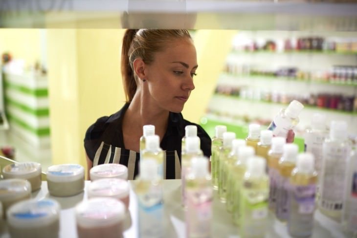 The Top Ingredients To Look For in a Moisturizer woman in skincare aisle