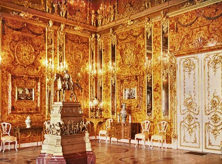 The Mysterious Disappearance of the Amber Room