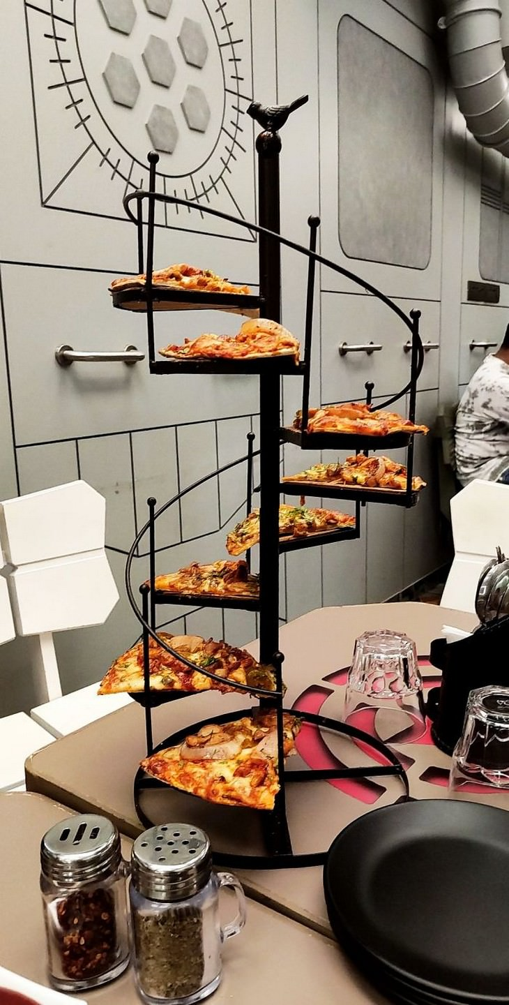 Restaurant Serving So Ridiculous They're Hilarious pizza