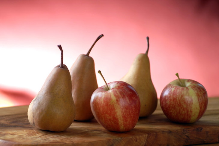 Foods and Drinks that Cause Bloating Apples and Pears
