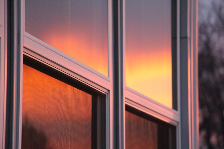 tips to cool down the bedroom reflective windows