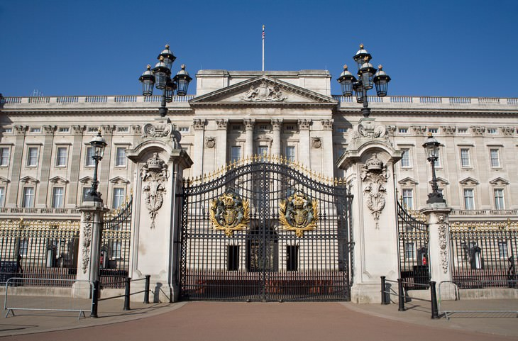Tourist Destination You Didn't Know Were Haunted Buckingham palace
