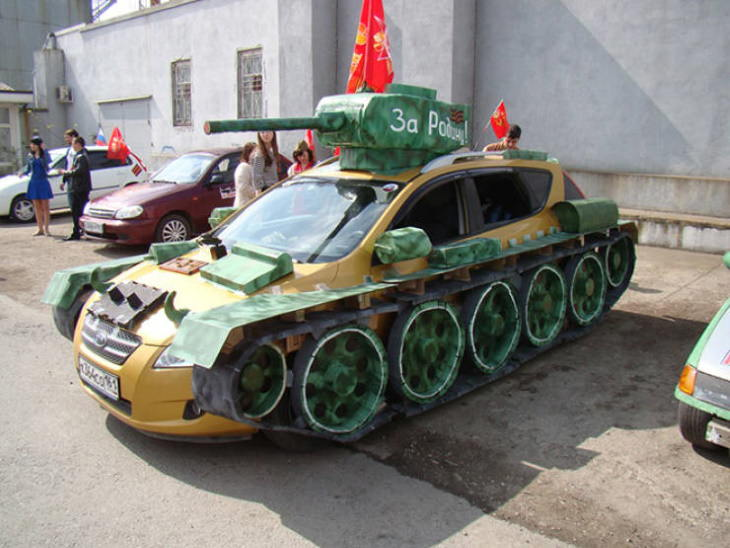 Only in Russia: Cars Transformed into Tanks What a beauty!