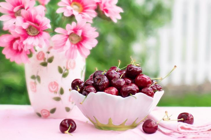 Foods to Eat After 50 cherries
