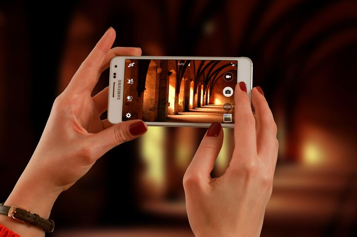 Smartphone Tips and Features woman taking photo on ismartphone