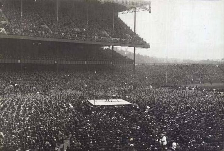 18 Fascinating Historical Photographs Boxing at the Yankee Stadium, New York, 1923