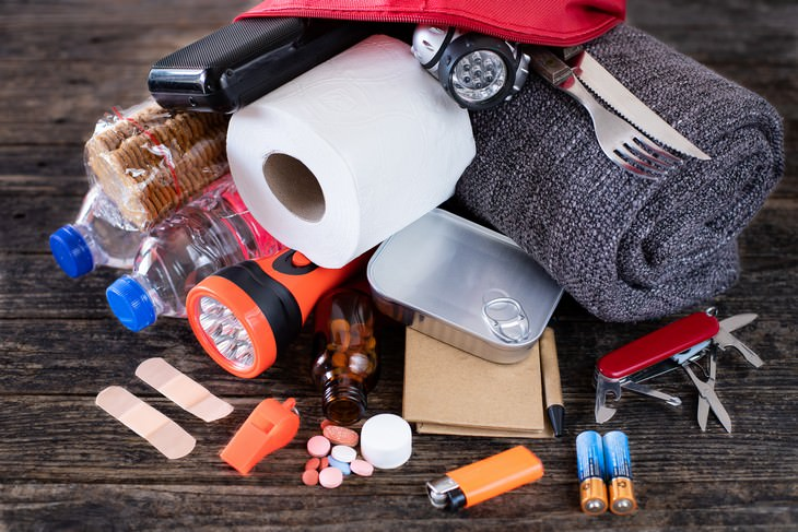 7 Mistakes to AVOID When Preparing For a Hurricane emergency kit