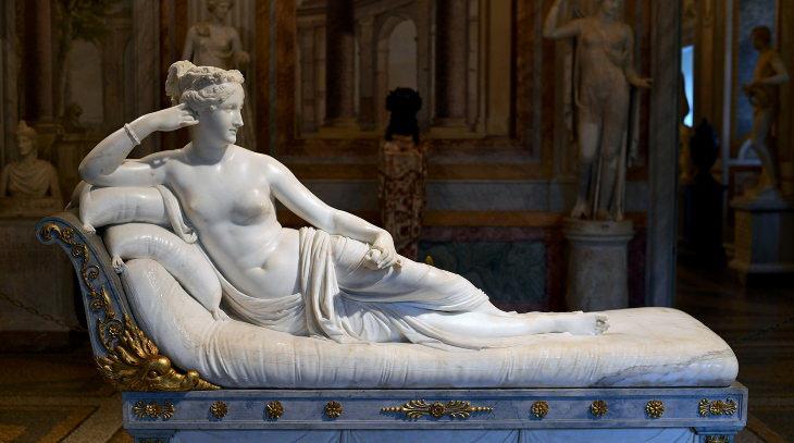 Priceless Art Pieces Ruined by Reckless People 'Pauline Bonaparte as VenusVictrix' byAntonio Canova (1808)