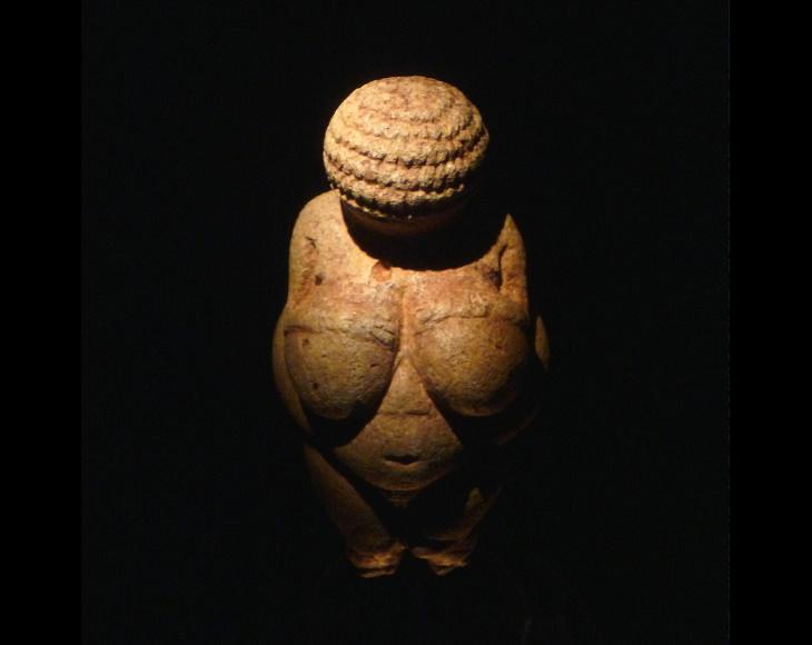 World-Famous Sculptures Venus of Willendorf(c. 30.000-20.000 BC)