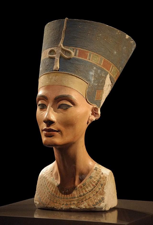 World-Famous Sculptures Bustof Nefertiti byThutmose (1345 BC)