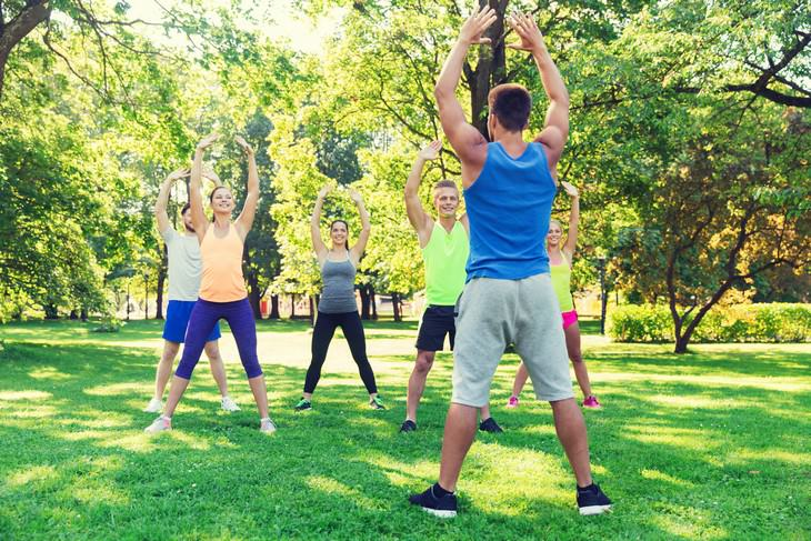 Health Benefits & Correct Way To Do Jumping Jacks workout in the park