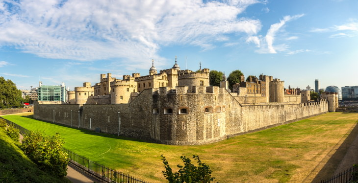 Facts About the Tower of London photo panorama sunny day