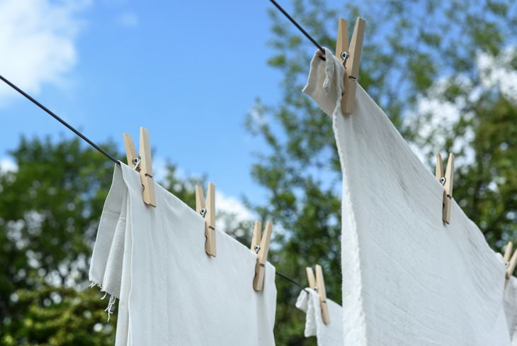 How to Dry Laundry on a Clothesline white clothes drying