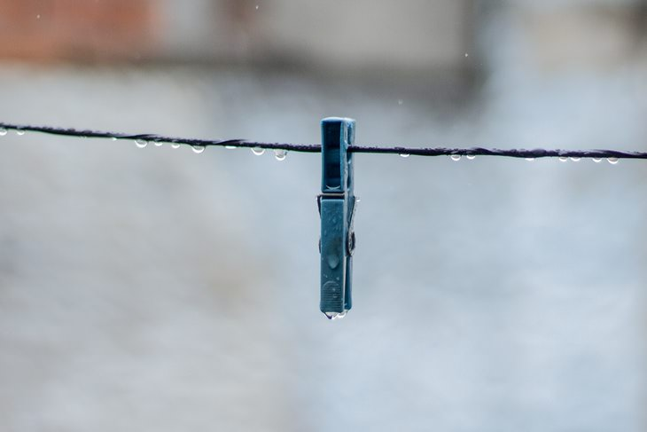 How to Dry Laundry on a Clothesline wet clothesline