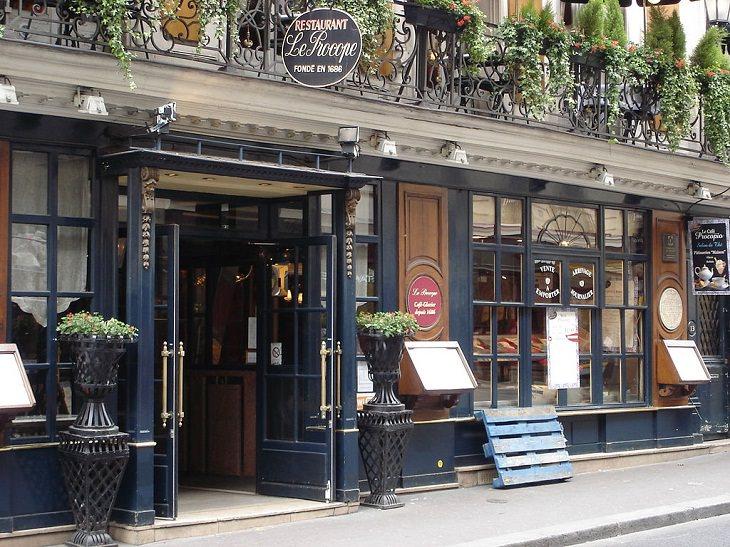 Datos Fascinantes Sobre París El café más antiguo de París existe desde 1686.