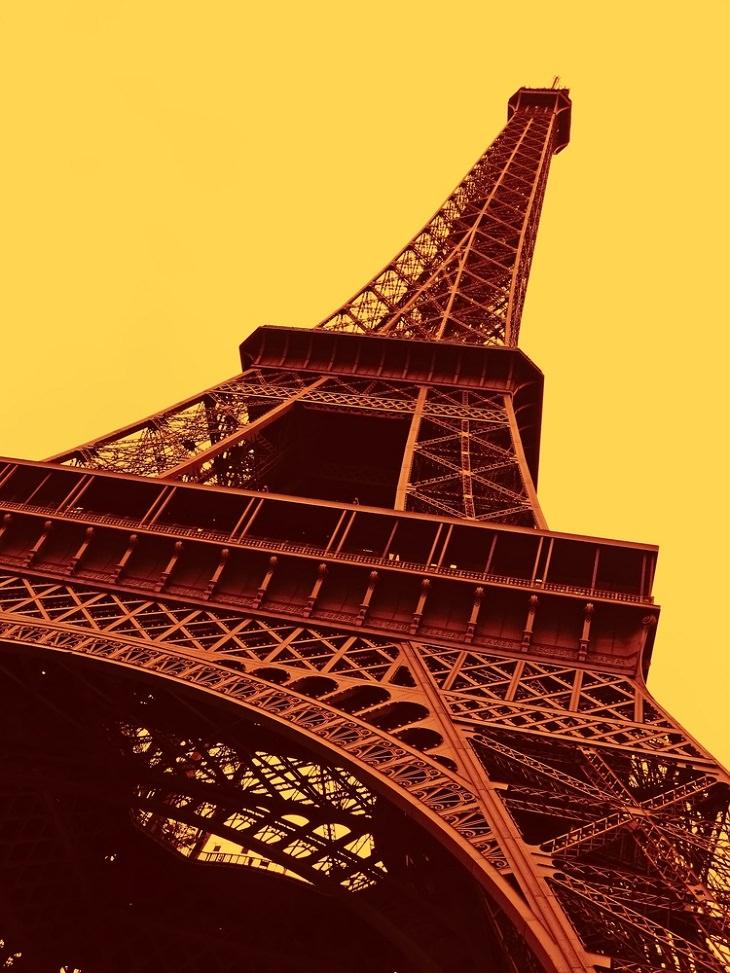 Datos Fascinantes Sobre París  La Torre Eiffel tiene 1665 escalones.