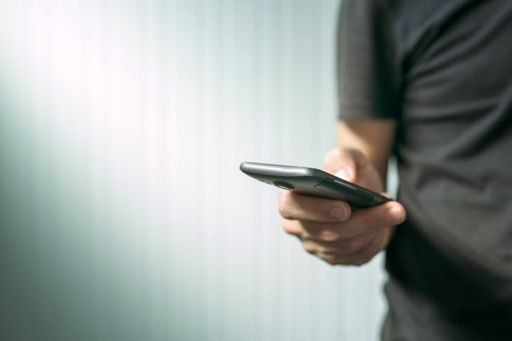 Warning Signs for SMS Scams, phone