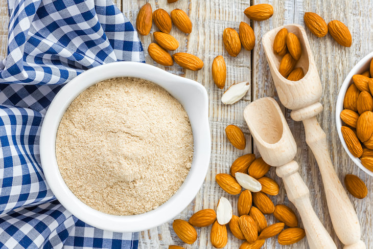 almond and wheat flour comparison, almond flour
