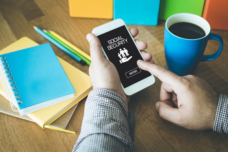 Things to Never Store on Your Smartphone, Personal Identity Information