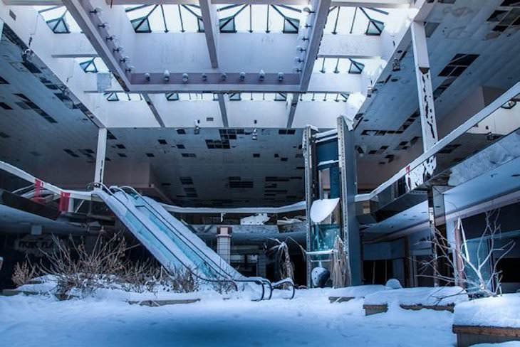 Beautiful Abandoned Structures Reclaimed by Nature, Abandoned JC Penny mall in Ohio covered in snow