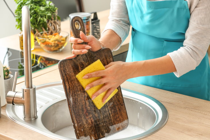 Bad Housekeeping Habits Cleaning cutting boards with soap