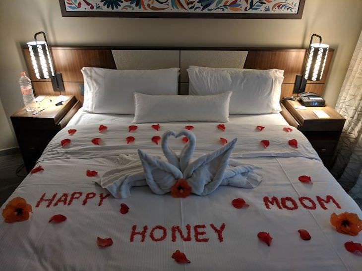 Hotels Rooms That Are So Terrible They're Funny, spelling fail