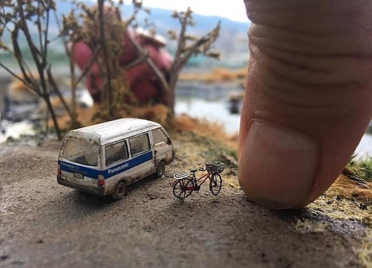 Beautifully Detailed Dioramas by Hank Cheng, bus and bike