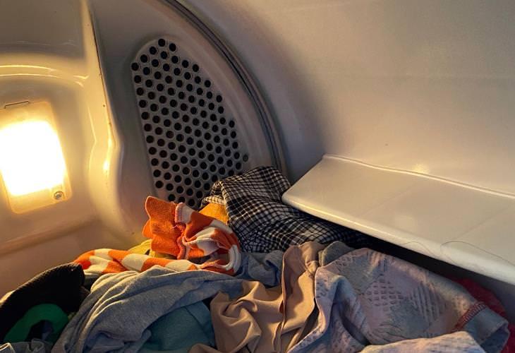 Wrinkle-Free Clothing Hacks, dryer