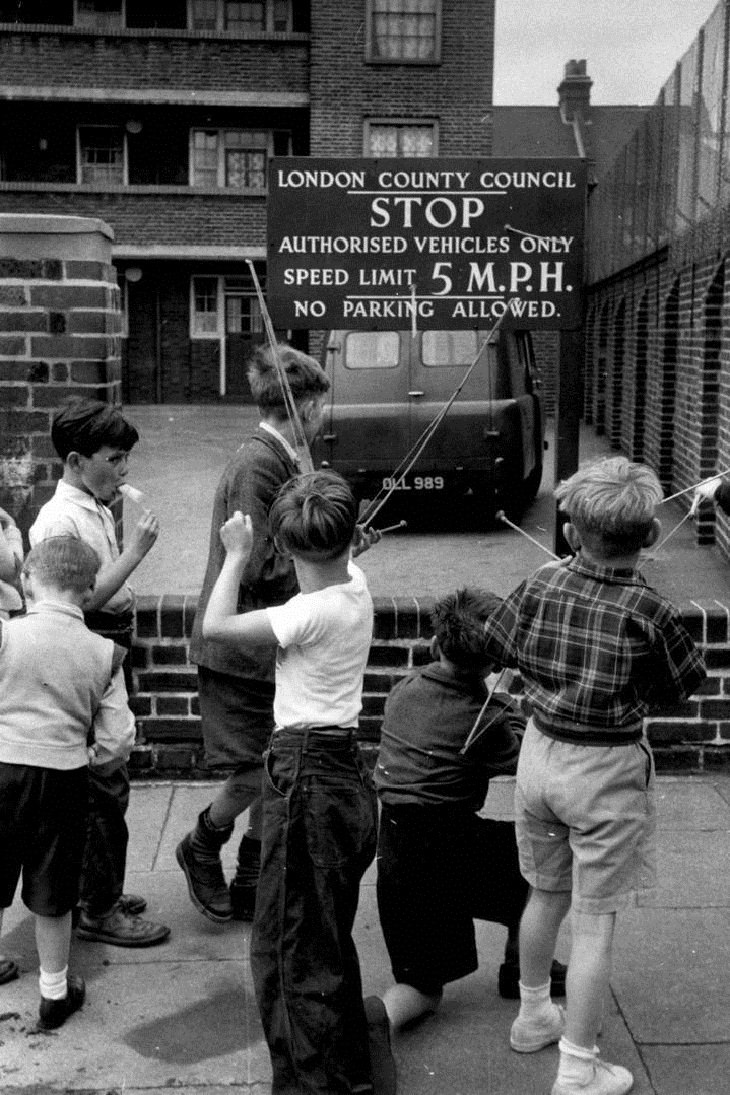 Vintage Pics of Children on London Streets, boys