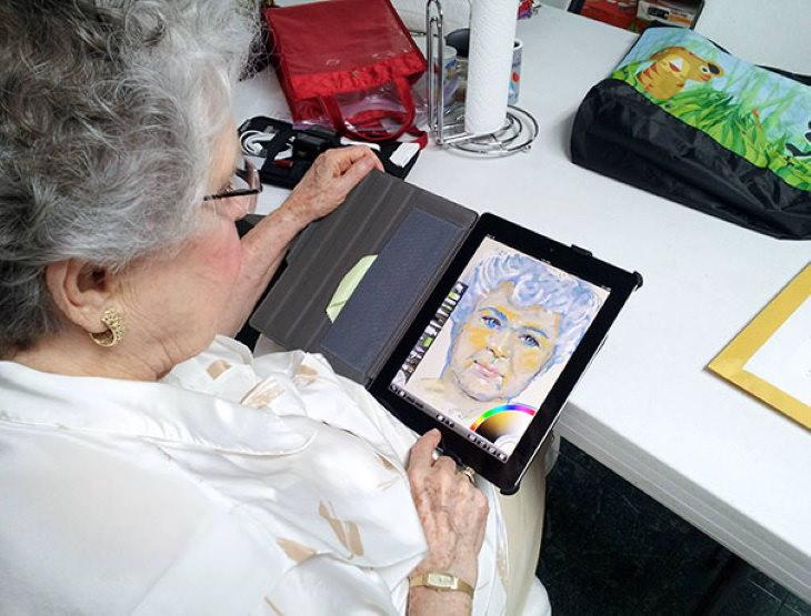 Fantasticas abuelas, dibujando en el Ipad