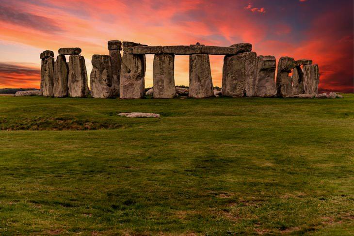 Hechos Increíbles De Nuestro Mundo Los antiguos romanos visitaron Stonehenge como atracción turística