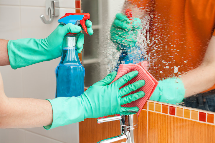 7 Items You Should Never Clean with Paper Towels, windows and mirrors