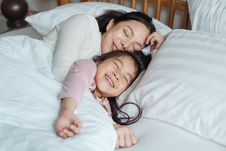 Why Kids Need Hugs mom and daughter cuddling