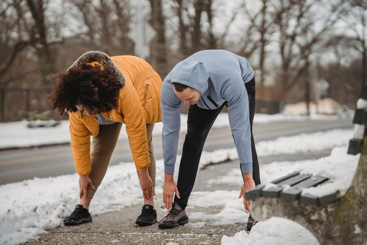 How to Shovel Snow Safely hamstring stretch
