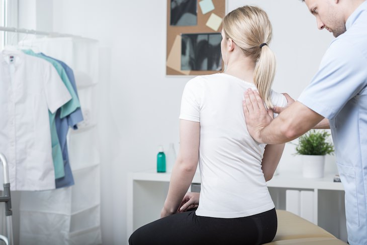 Common Causes for Pain Between Shoulder Blades, nerve compression