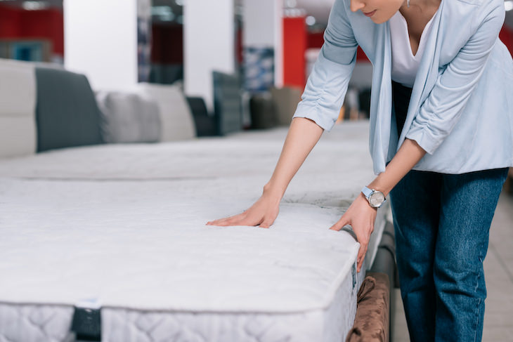 How To Tell If a Mattress Contains Toxic Chemicals shopping for mattresses