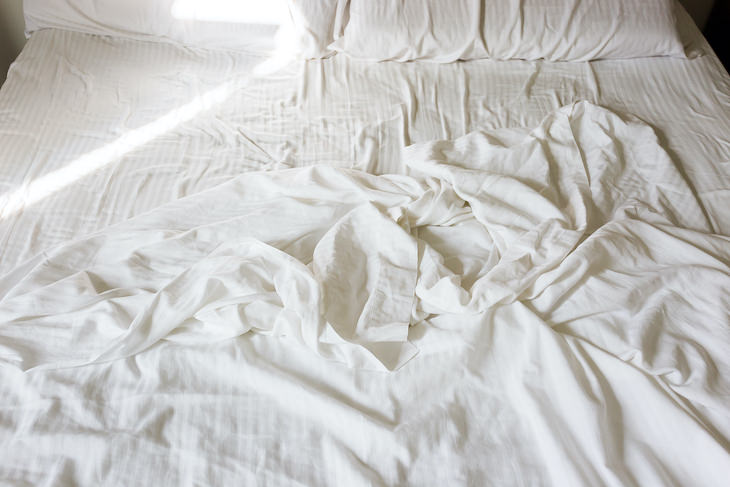 How To Tell If a Mattress Contains Toxic Chemicals bed