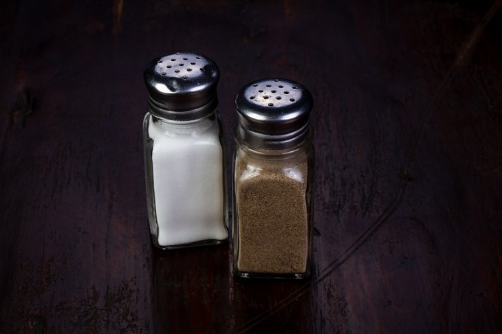 Dirtiest Kitchen Items,  Salt and Pepper Shakers