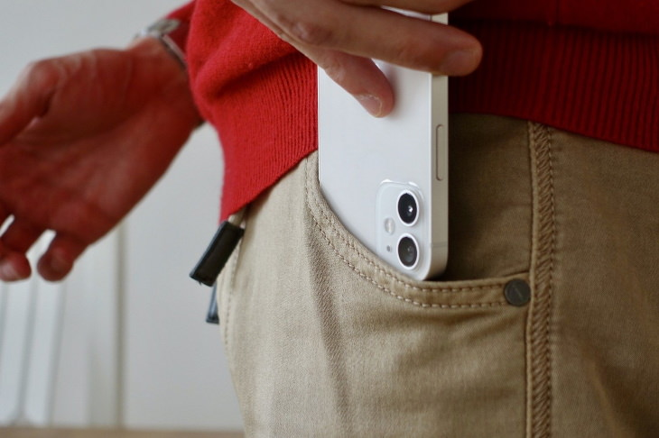 Effect on Smartphones on Pacemakers iphone 12 in pocket