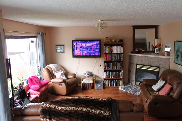 Furniture Arranging Mistakes, cluttered room