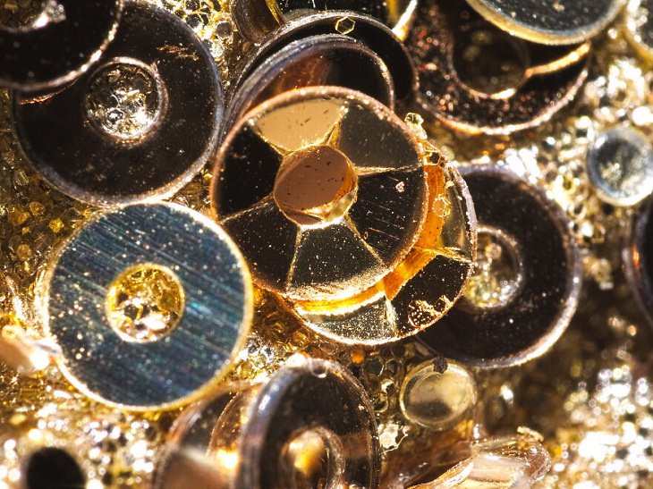 Macro Photos, Plastic jewels
