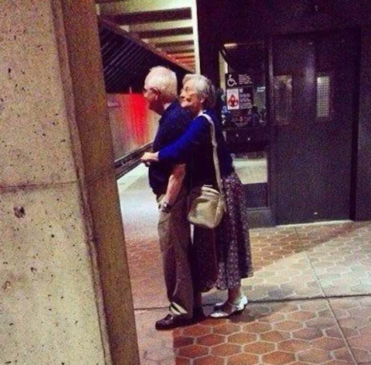 12 Heartwarming Moments of Love and Closeness hug
