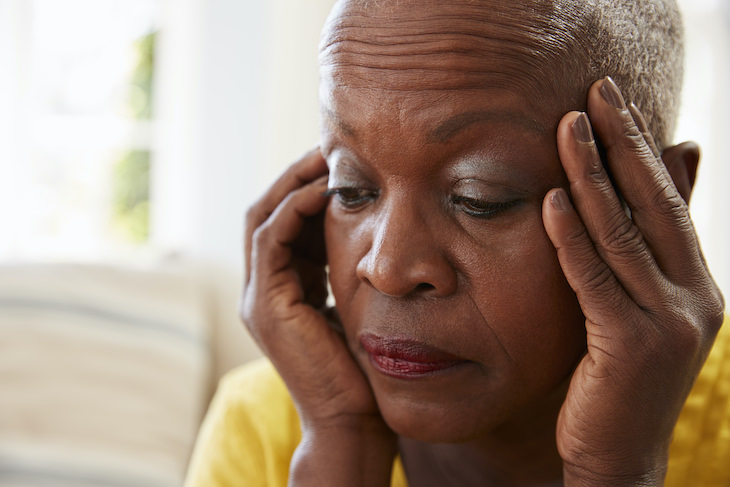 What Is Brain Fog - 6 Common Causes confused woman